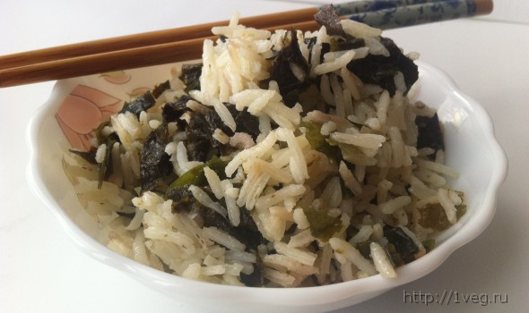 Простой рецепт гарнира - Рис с водорослями нори и вакаме (как суши-роллы)