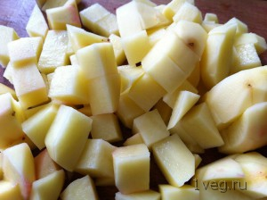После свеклы добавляем картошку