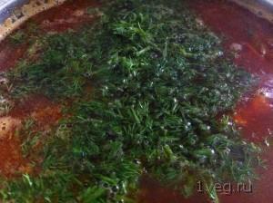 Вкусным борщ делает зелень