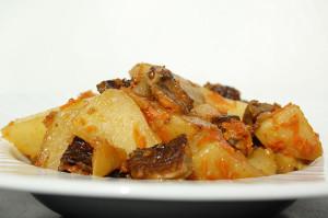 Жаркое из картошки с грибами в мультиварке