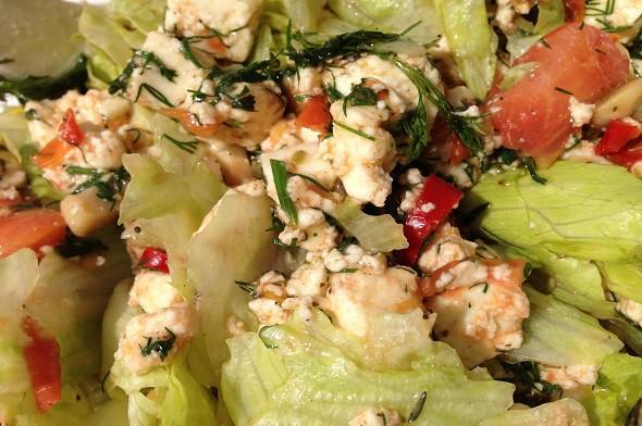 Теплый салат с грибами и сыром