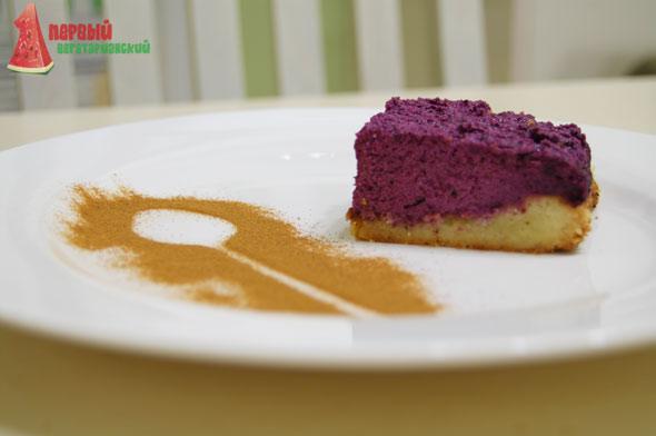 Песочный пирог с творогом и черникой