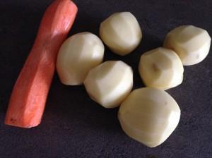 Чищеный картофель для драников