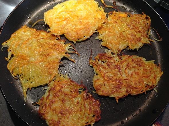 Как делать деруны с картошки