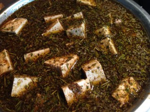 Сыр тофу маринуется