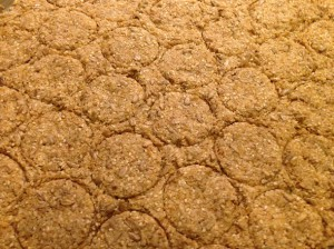 Печенье формируется формочками