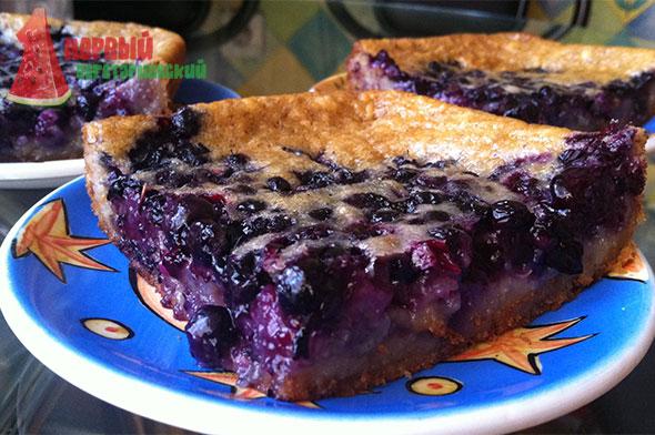 Пирог из заварного теста с черникой