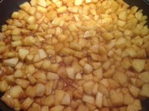 тушеные яблоки со специями