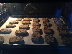 кукурузное печенье выпекается